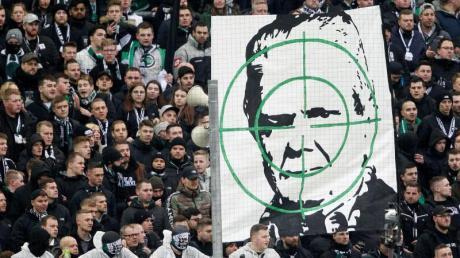 Die DFB-Haltung ist eindeutig: Personifizierte Gewaltandrohungen oder Diskriminierungen werden nicht geduldet.