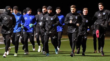 Gut gelaunte Illertisser beim Trainingsauftakt Mitte Januar. Am Samstag wartet zum Auftakt des Restprogramms Bayreuth auf den Regionalligisten – eine offensivstarke Mannschaft, die derzeit ihre beste Saison in der Liga erlebt.