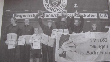 Groß war der Jubel bei den Badminton-Schülern des TV Dillingen nach dem erneuten Gewinn der bayerischen Mannschaftsmeisterschaft in der Altersklasse U15.