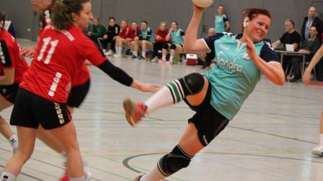 Iris Kronthaler und die Aichacher Handballerinnen wollen die Tabellenführung zu Hause gegen die TSG Augsburg verteidigen. Für die Handball-Männer geht es um den Klassenerhalt gegen einen Mitkonkurrenten.