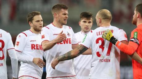 Die Spieler des 1. FC Köln können auch in Paderborn dreifach punkten.