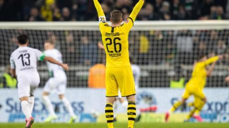 Dortmunds Lukasz Piszczek bejubelt den 2:1-Sieg bei Borussia Mönchengladbach.