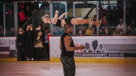 Annette Dytrt und Yannick Bonheur boten eine sagenhafte Darstellung - nicht nur bei dieser Pirouette.