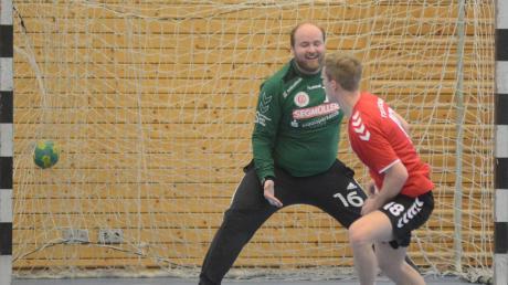 Kritik übte Trainer Manfred Szierbeck nur an der Siebenmeterbilanz. Hier verwertet Konstantin Schön in einer früheren Begegnung für Aichach.
