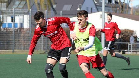 Coskun Bür (links) und die Fußballer des TSV Friedberg gestalteten auch das zweite Spiel am Wochenende siegreich.