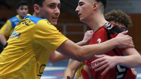 Der Günzburger Konstantin Pinkl (rechts) musste gegen die HSG Konstanz hart ringen. Am Ende reichte es nicht ganz.