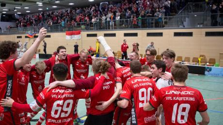 In einer dramatischen Schlussphase setzten sich die Red Hocks Kaufering gegen Bonn durch und dürfen weiter auf die Teilnahme an den Play-offs hoffen.