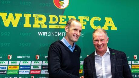 FCA-Manager Stefan Reuter (r) begrüßte Heiko Herrlich als neuen Trainer.
