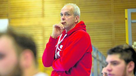 Schwere Zeiten brechen für Trainer Dirk Meier und die Landsberger Handballer an: Nach der Niederlage gegen Gilching ist die Mannschaft auf den vorletzten Platz in der Bezirksoberliga abgerutscht.