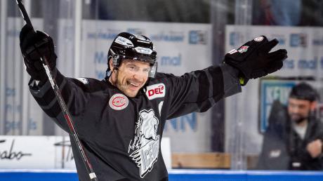 Am vergangenen Sonntag erzielte Patrick Reimer in der letzten Hauptrundenpartie in der Verlängerung den 3:2-Siegtreffer für die Nürnberg Ice Tigers gegen die Düsseldorfer EG. Mittlerweile steht fest: Es war das letzte Saisontor Reimers und der Nürnberger, denn die DEL brach die Saison wegen des Corona-Virus' ab.