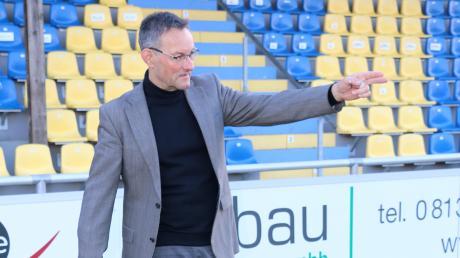 Ulrich Bergmann hat beim FC Pipinsried gerade alle Hände voll zu tun. Der Geschäftsführer verrät im Interview, wie es in Sachen Trainer weitergeht und wie es finanziell um den Dorfklub steht.