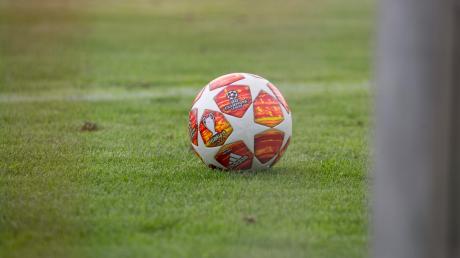 Auch wenn die Stadt Landsberg dringend empfohlen hat, Veranstaltungen mit mehr als 100 Zuschauern abzusagen, werden die Landsberger Fußballer ihre Bayernliga Partie am Samstag im 3C-Sportpark wohl austragen. In anderen Sportarten wurde der Spielbetrieb komplett eingestellt.