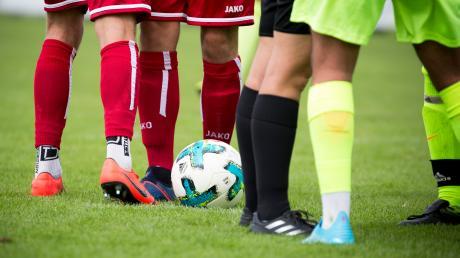 """Rudelbildung und Diskussionen mit dem Unparteiischen sind im Fußball keine Seltenheit. Schiedsrichterobmann (Donau) Ulrich Reiner sagt da ganz klar: """"Emotionen gehören zum Sport – aber der Ton macht die Musik!"""""""