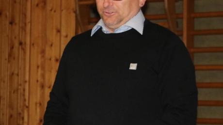 Spielleiter Wolfgang Beck führte durch die Halbzeittagung der Donau-Rieser Fußballvereine.