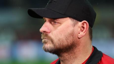 Womöglich hat sich Paderborns Trainer Steffen Baumgart mit dem Coronavirus infiziert.