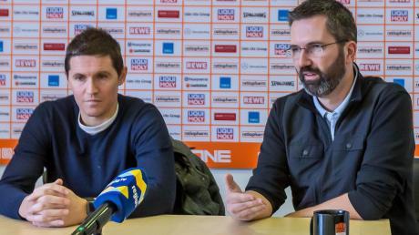 Jaka Lakovic (links), Trainer von Ratiopharm, und der Geschäftsführer Andreas Oettel während einer Pressekonferenz am Freitagmittag, bei der es um die Frage ging, welche Folgen die vorläufigen Spielabsetzungen der BBL für den Klub haben.