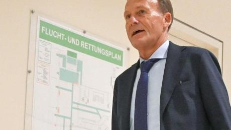 BVB-Geschäftsführer Hans-Joachim Watzke auf dem Weg zur DFL-Mitgliederversammlung.