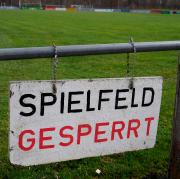 Die Sportstätten sind überall gesperrt. Die Fußballer in Bayern müssen deshalb mindestens bis zum 19 April die Füße stillhalten. Bis auf Weiteres ist auch kein Trainingsbetrieb möglich.