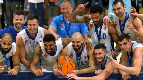 Vor knapp zwei Jahren hatten die Elchinger Scanplus-Baskets die Meisterschaft in der Pro B in der ausverkauften Brühlhalle gefeiert. Jetzt wurden sie nüchtern und ohne Öffentlichkeit zum Aufsteiger erklärt.