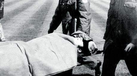 War es der Schmerz, der Roberto Boninsegna den Arm vor die Augen legen ließ, oder mochte er nicht mehr mit ansehen, wie Gladbach seine Mailänder Mannschaft am 20. Oktober 1971 im Europapokal zerlegte?