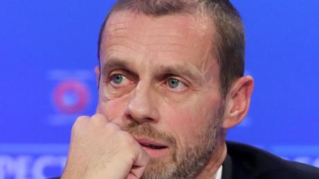 Hat Zweifel daran, dass die Saison 2019/20 im europäischen Fußball abgeschlossen werden kann: UEFA-Präsident Aleksander Ceferin. Um die Spielzeit zu retten, müssten die Ligen spätestens Ende Juni den Spielbetrieb wieder aufnehmen.
