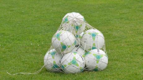 Das Corona-Virus hat auch Auswirkungen für die Sportvereine. Die Bälle ruhen auch bei den Fußballern in der Region. Wie gehen Vereine damit um, und wie kann es weitergehen. Die Aichacher Nachrichten haben nachgefragt.