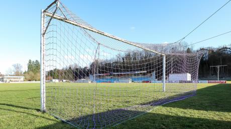 Bleibt leer: Auf Fußballplätzen, hier der des VfR Neuburg, finden derzeit weder Spiele noch Trainingseinheiten statt.