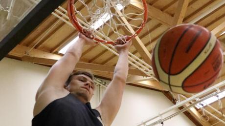 Benedikt Herz spielt nach drei Jahren Pause wieder für die Basketballer des TSV Aichach.