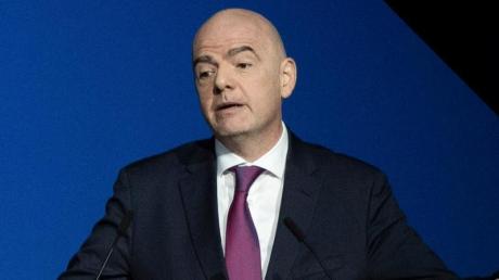 Laut FIFA-Präsident Gianni Infantino sollen die Empfehlungen des Weltverbands angesichts der Corona-Krise für Stabilität sorgen.