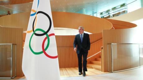 IOC-Präsident Thomas Bach auf dem Weg zu einem Interview.