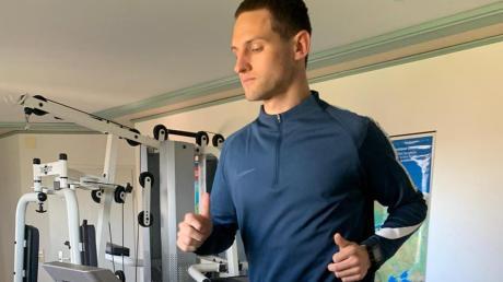 Glücklicherweise kann sich Marco Schuster auch zuhause in Rögling fit halten – zumindest was Ausdauer und Kraft angeht. Fußballspielen kann er durch die Ausgangsbeschränkung aber nicht wirklich.