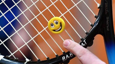 Mit einem Lächeln starten die Tennisspieler des TC Reisensburg in die Runde.