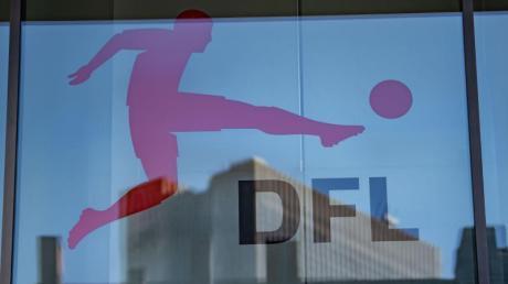 Mit der Bundesliga geht es frühestens im Mai wieder los.