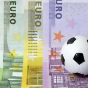 Die Corona-Krise und ihre Auswirkungen: In den kommenden Wochen und Monaten werden im Fußball vor allem Klubs im Bereich zwischen Profi- und Amateurligen in finanzielle Nöte geraten.