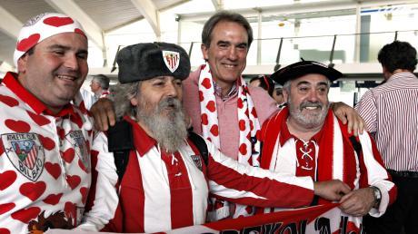 Bei den Fans von Athletic Bilbao geniept Andoni Goikoetxea immer noch Kultstatus, wie hier aus einem Bild aus dem Jahr 2012 zu sehen ist.