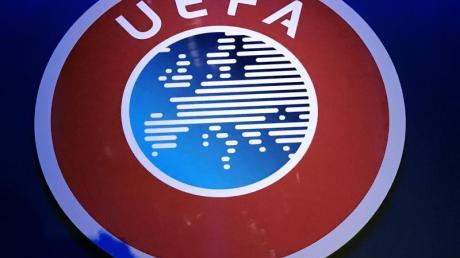 Auch die UEFA muss sich weiter mit den Folgen der Corona-Krise auf den Fußball befassen.