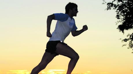 Neben Spaziergehen zählt Jogging derzeit zu den Lieblingsbeschäftigungen im Freien. Nicht zuletzt wegen der Ausgangsbeschränkungen spulen Freizeitläufer etliche Kilometer ab.