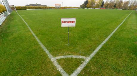 Aufgrund der Coronakrise sind in diesen Tagen sämtliche Sportanlagen auch im Landkreis Dillingen gesperrt. Ob und wann die Fußball-Saison in diesem Jahr noch zu Ende gespielt werden kann, steht in den Sternen.
