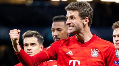 Gewohnte Geste: Mit geballter Faust bejubelt Thomas Müller stets seine Tore im Trikot des FC Bayern. Und der 30-Jährige wird dies auch weiterhin tun. Seinen Vertrag hat er verlängert.