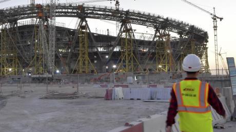 Katar weist Kritik am Umgang mit ausländischen Arbeitern während der Corona-Pandemie zurück.