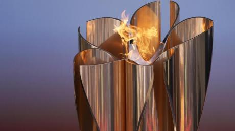 Die olympische Flamme wird in Japan im Fußball-Trainingszentrum J-Village nahe der Atomruine Fukushima gezeigt.