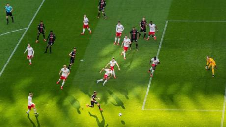 Die Bundesliga steht vor reichlich Problemen rund um den 30. Juni, dem Tag des bislang vereinbarten Endes der Spielzeit.