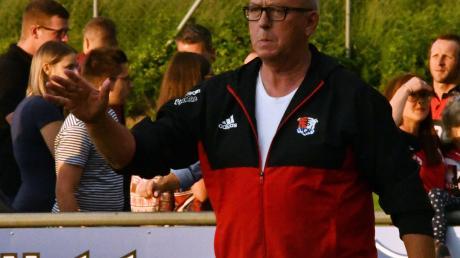 Die Axt mit dem Ball tauscht in Zeiten von Corona Wertingens Sportleiter Fritz Bühringer, um auf andere Gedanken zu kommen. Und die weilen oft in Rom.