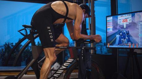 Jan Frodeno absolvierte angesichts der Corona-Krise einen Triathlon auf seinem Grundstück.
