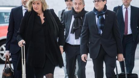 Wolfgang Niersbach (M) erschien am 11. März vor dem Bundesstrafgericht im Schweizerischen Bellinzona.