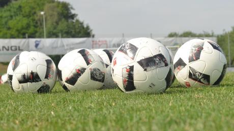 Bis die Bälle im Amateurbereich wieder rollen dürfen, werden noch Monate ins Land gehen. Die bayerischen Vereine folgten dem BFV-Vorschlag, die Saison bis Ende August auszusetzen und frühestens ab 1. September wieder starten zu lassen.