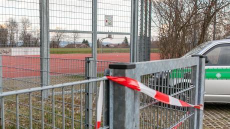 Die Tore zu den Sportanlagen der Vereine im Bayerischen Fußball-Verband bleiben bis mindestens Ende August zu. Prinzipiell soll die Saison aber fortgesetzt werden.