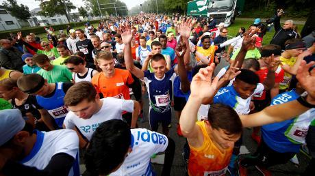 Bei Laufveranstaltungen wie dem Ulmer Einstein-Marathon wird es eng auf der Strecke – zu eng nach aktuellen Abstandsregelungen. Deshalb ist auch noch unklar, ob der Marathon in diesem Jahr stattfinden wird oder nicht.