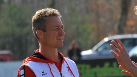 Trainer Peter Piak vom SV Kicklingen-Fristingen wirkt wie viele andere Kollegen etwas ratlos, wenn er einschätzen soll, wann die abgebrochene Fußball-Saison 2019/20 fortgesetzt werden kann.