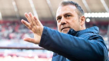 Hat sein neues Arbeitspapier unterschrieben: Bayern-Coach Hansi Flick.